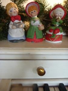 caroler decorations 004